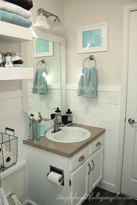 Apartment Bathroom Ideas: Use Basket and Shelves for More Storage