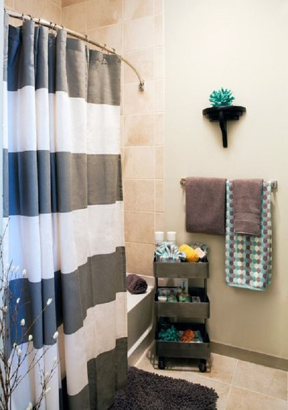 Apartment Bathroom Ideas: A Rounded Shower Curtain