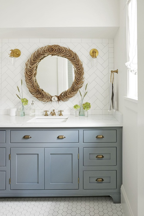 Bathroom Decor Ideas: Circle Mirror with Natural Ornaments