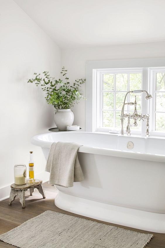 Bathroom Decor Ideas: Big White Bathtub