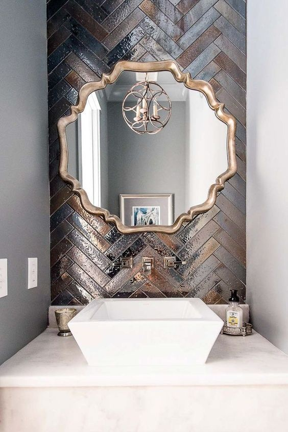 Bathroom Decor Ideas: The Use of Metal for the Traditional Look
