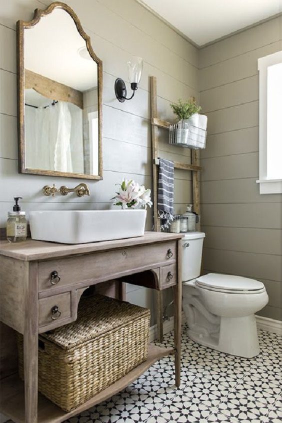 Farmhouse Bathroom Ideas: Wood Ladder