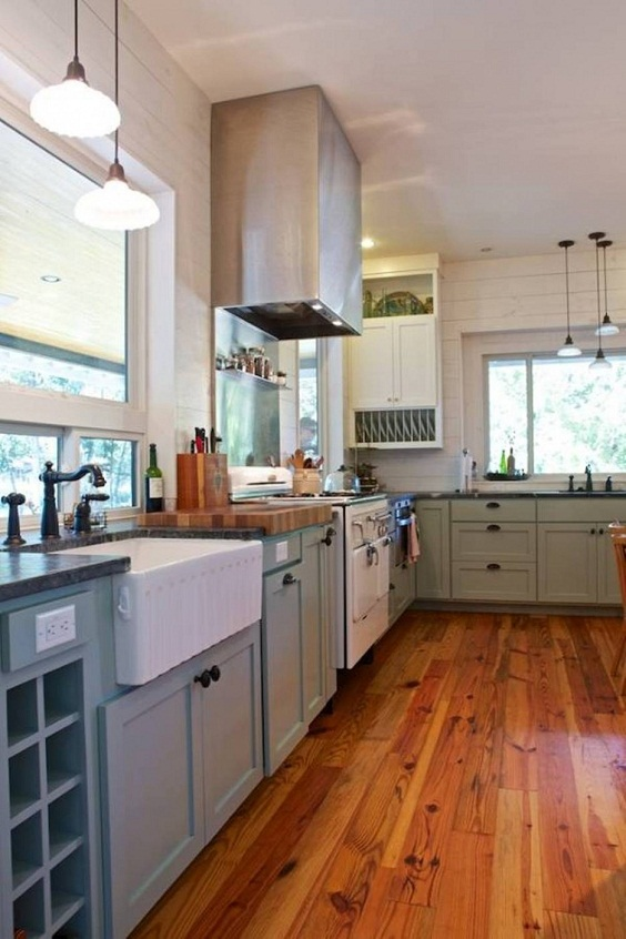 Farmhouse Kitchen Ideas: Hardwood Floor