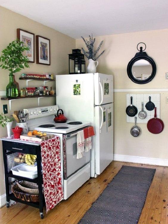 Kitchen Decor Ideas: Hanging Utensils