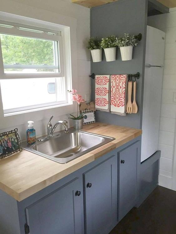 Kitchen Decor Ideas: Lined Plants