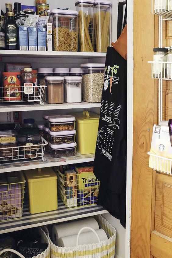 Kitchen Organization Ideas: Arranged Containers for Spices and Pasta