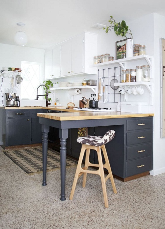Small Kitchen Ideas: A Combined Table and Cabinet