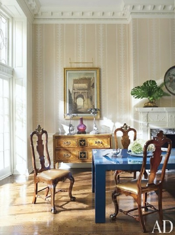 Traditional Dining Room Ideas: A Classic Small Cabinet