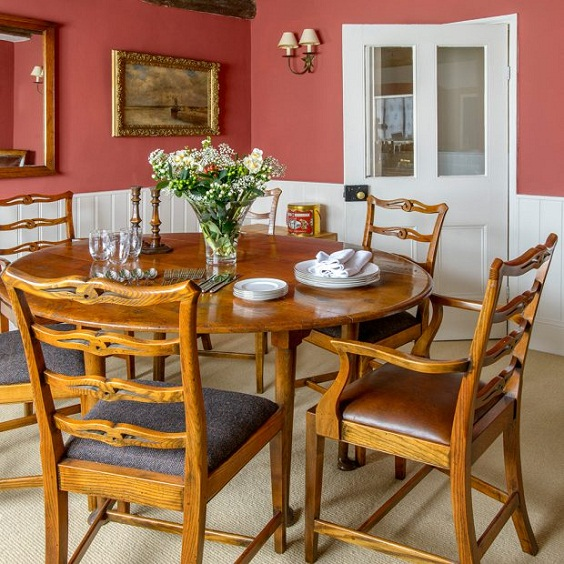 Traditional Dining Room Ideas: Traditional Dining Set with Red Wall