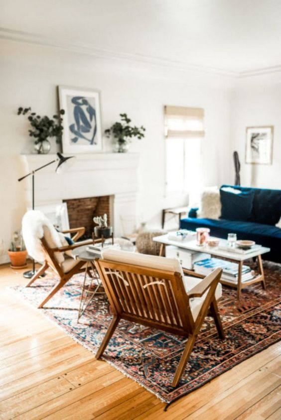 Eclectic Living Room: Bold Vintage Decor