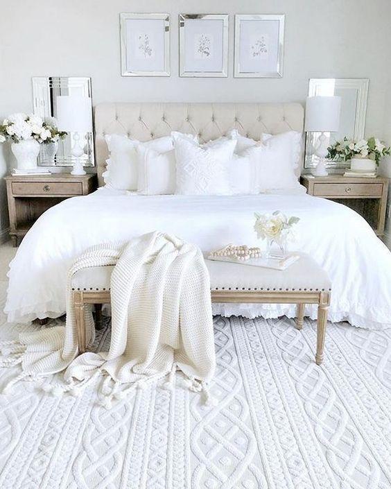 Minimalist Bedroom Ideas: Enchanting White Decor