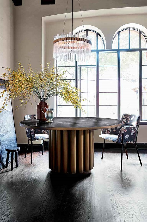 Modern Dining Room Ideas: Round Table with Big Single Stand