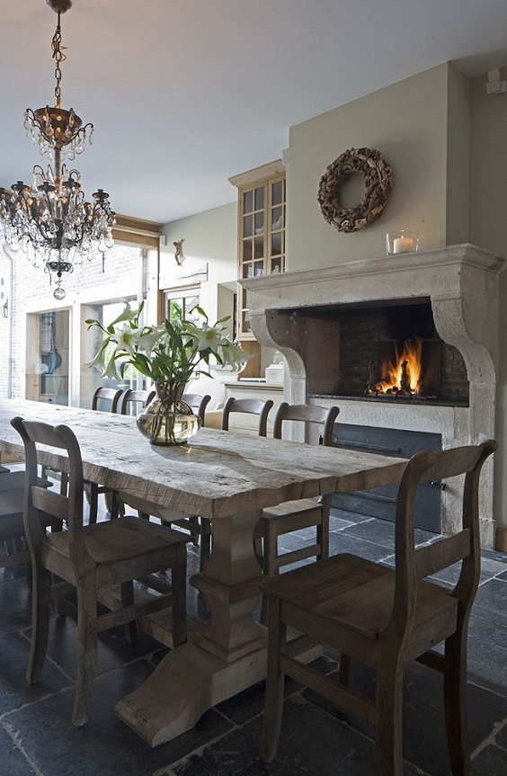 Rustic Dining Room Ideas: Dark Wood Dining Set