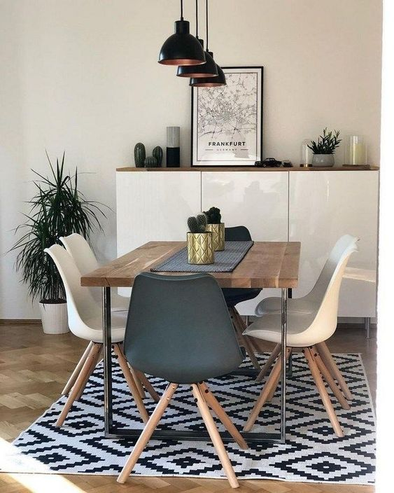 Transitional Dining Room: Simple Catchy Decor