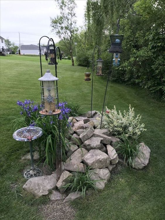 Backyard Landscaping Ideas: Stacked Rocky Decor
