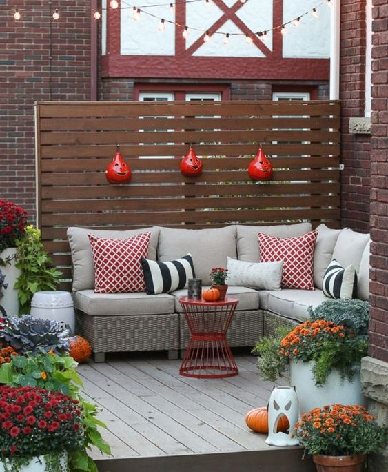 Backyard Patio Ideas: Festive Small Area