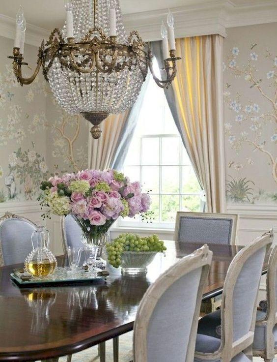Dining Room Wallpaper: Elegant Feminine Decor