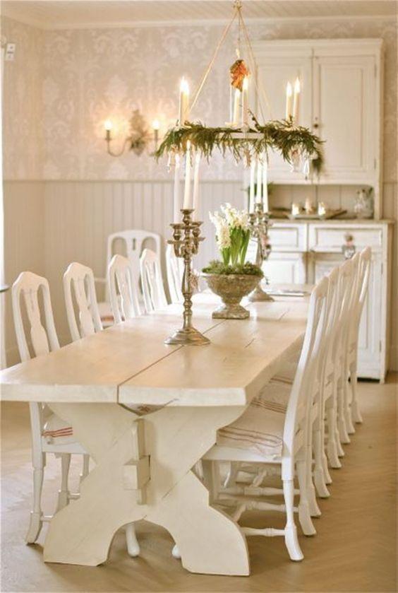 Dining Room Wallpaper: Catchy Vintage Decor