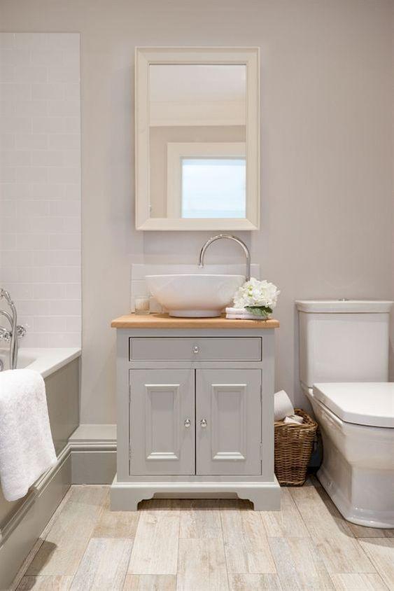 Small Bathroom Vanity: Chic Classic Design
