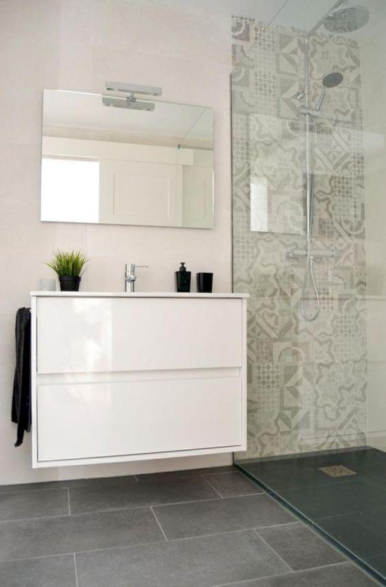 Small Bathroom Vanity: Sleek All-White Design
