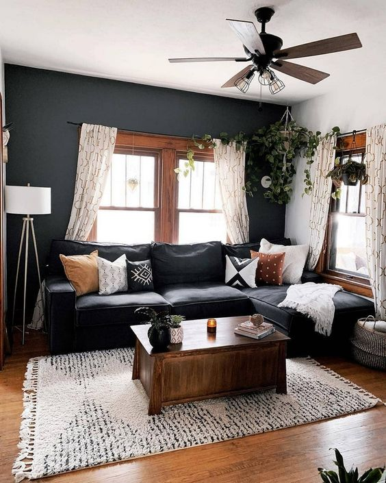 Black Living Room: Chic Earthy Decor