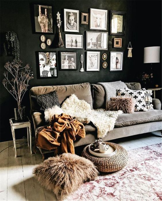 Black Living Room: Catchy Elegant Decor