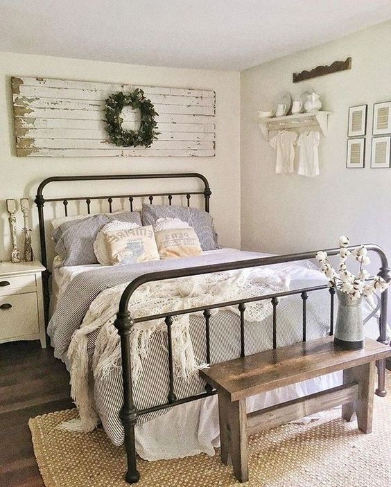 Farmhouse Bedroom Ideas: Chic Vintage Decor