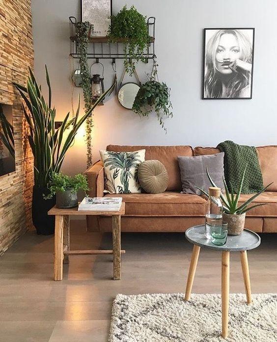 Living Room Wall: Festive Earthy Decor