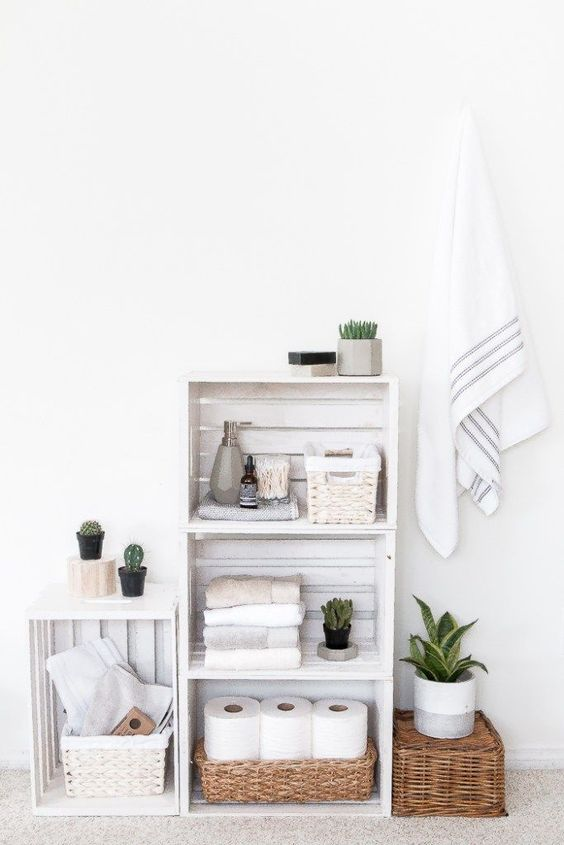 Bathroom Organization Ideas: Chic Stacked Pallets