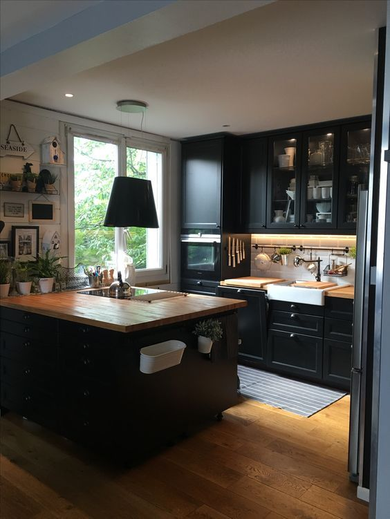Dark Kitchen Ideas 11