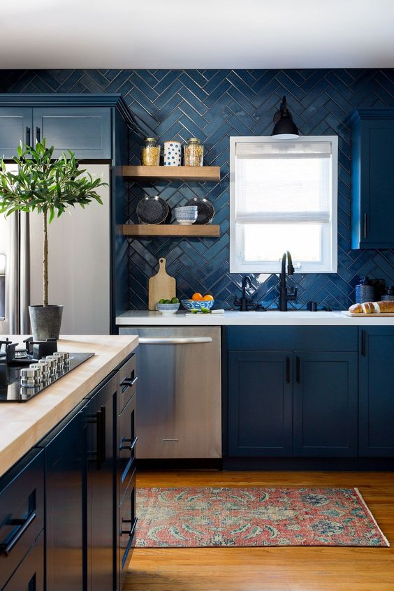 Dark Kitchen Ideas: Catchy Bold Decor