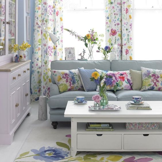 Shabby Chic Living Room Ideas: Brightly Colorful Decor