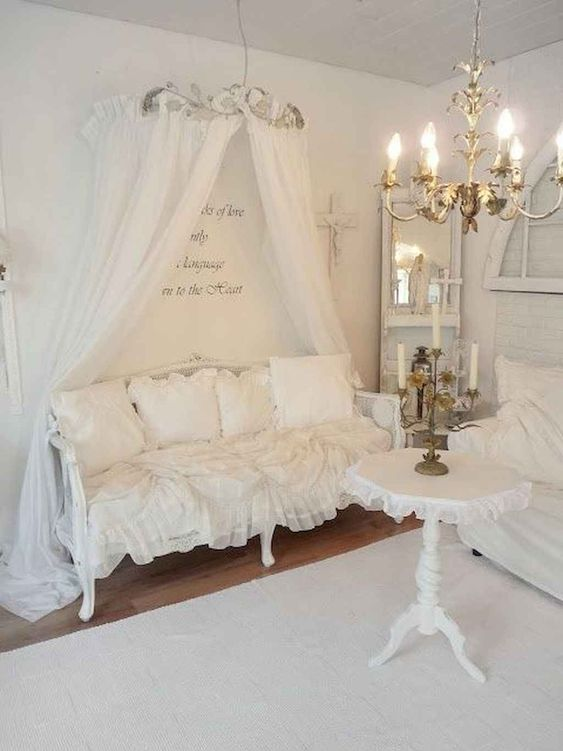 Shabby Chic Living Room Ideas: Chic All-White Decor