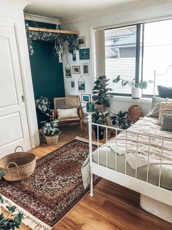 Vintage Bedroom Ideas: Unique Earthy Decor