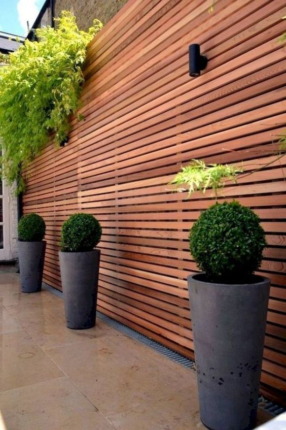 DIY Fence Landscaping: Chic Minimalist Decor