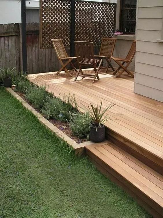 Backyard Deck Ideas: Small Cozy Design
