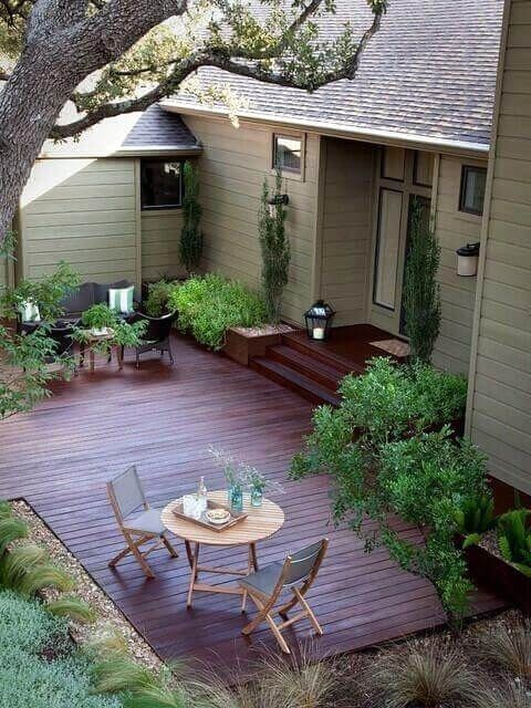 Backyard Deck Ideas: Cozy Spacious Deck
