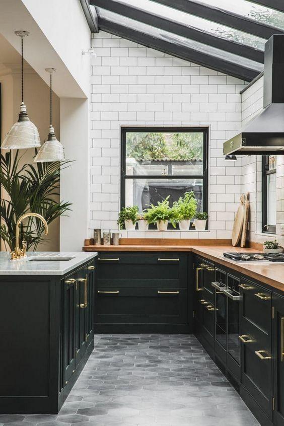 Black Kitchen Ideas: Chic Farmhouse Decor