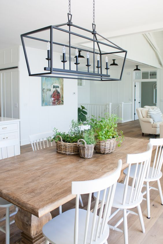 Dining Room Chandelier Ideas: Classic Farmhouse Lights