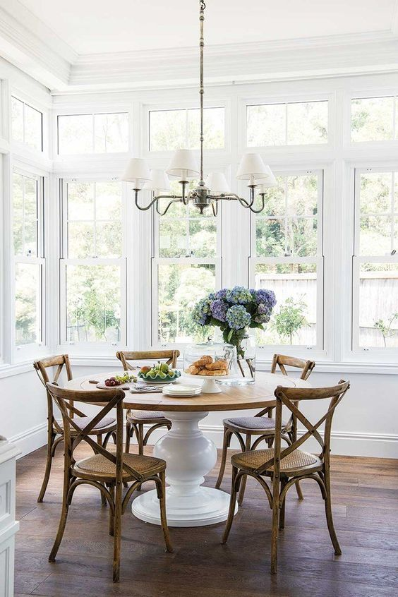 Dining Room Chandelier Ideas: Classic Shaded Chandelier